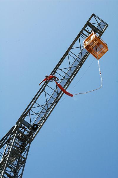grua bungee jump