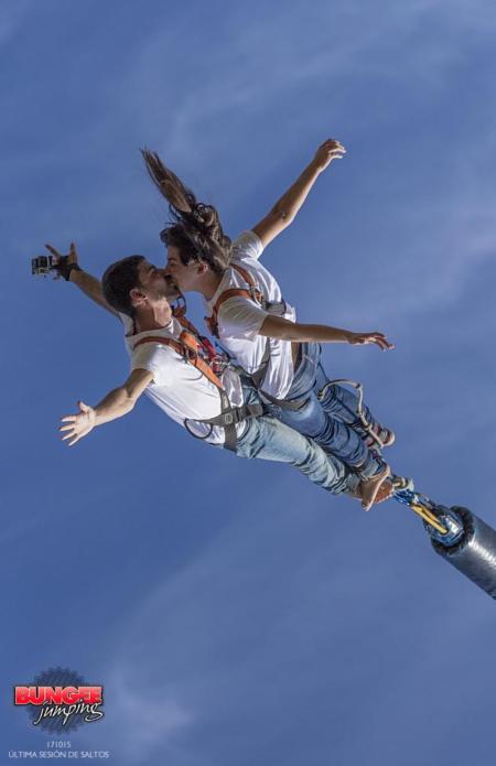 tandem-bungee-jumping